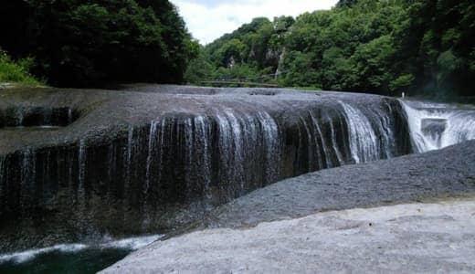 群馬の観光スポット・吹割の滝の景観とアクセス【東洋のナイアガラ】